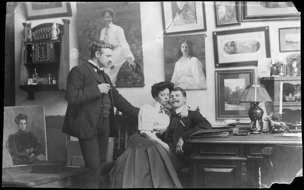 Grigor Auer sylikkäin vaimonsa Nadezhda Tsistjakovan kanssa Pietarin ateljeessa