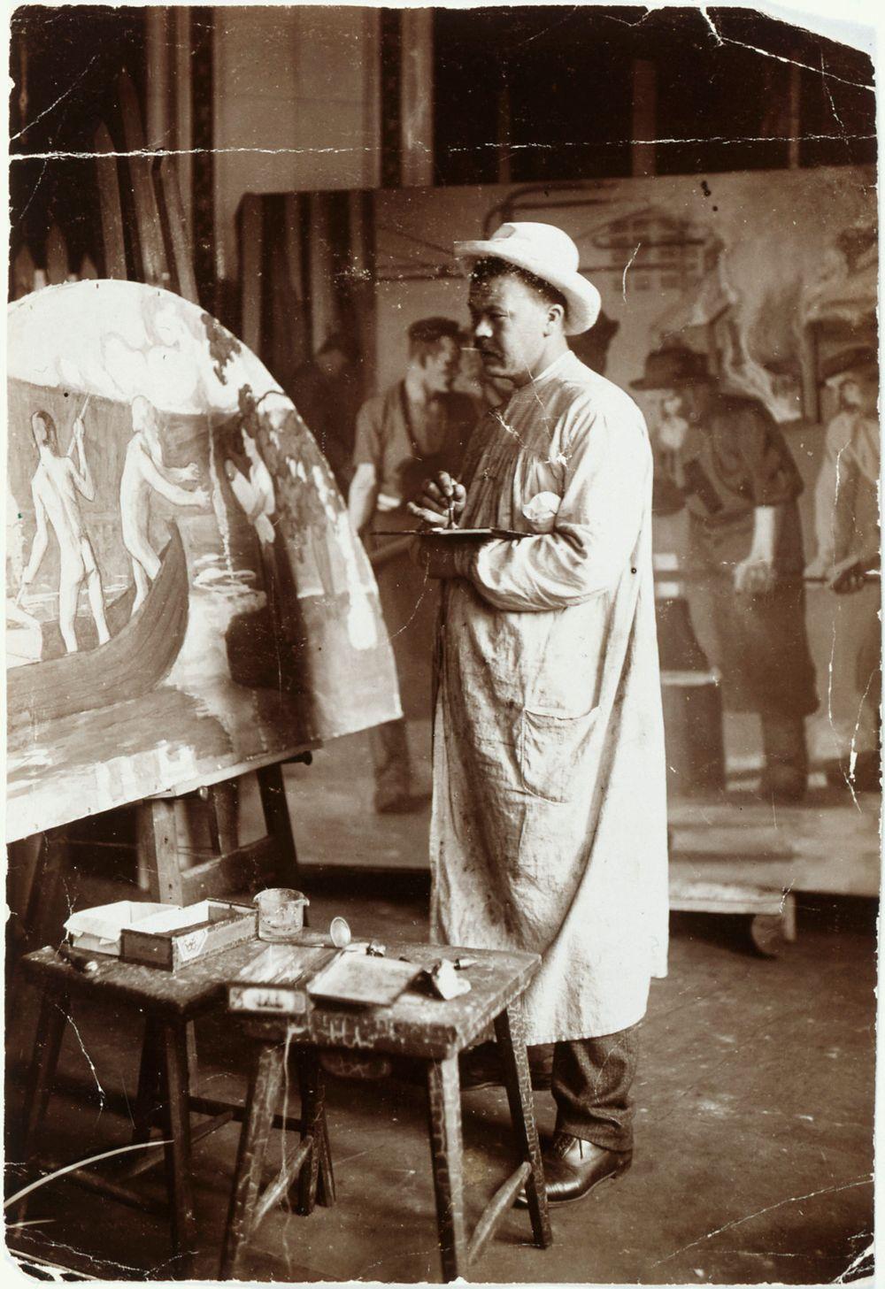Juho Rissanen maalaamassa