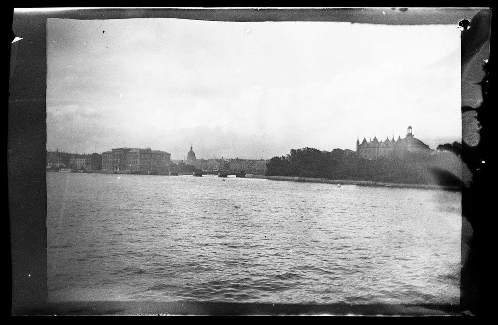 Kaupunkinäkymä Tukholmasta, oik. Skeppsholmen, vas. Blasieholmen