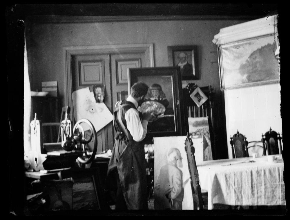 Hugo Simberg maalaa lapsuudenkodissaan Viipurissa