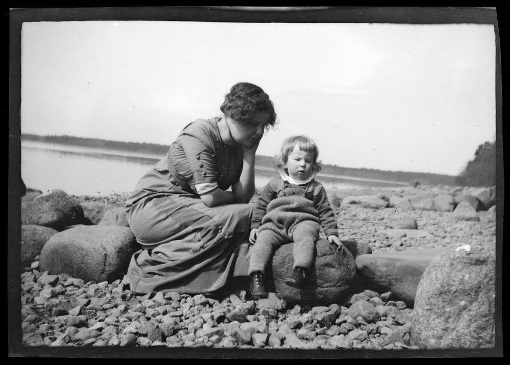 Anni ja Tom Simberg rannalla
