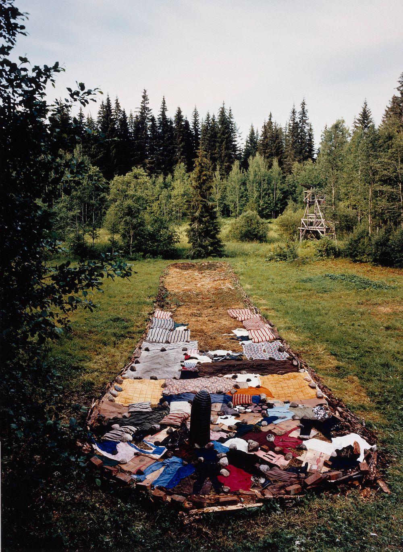 Kadotetun lapsuuden löydetut vaatteet 1998-07-11
