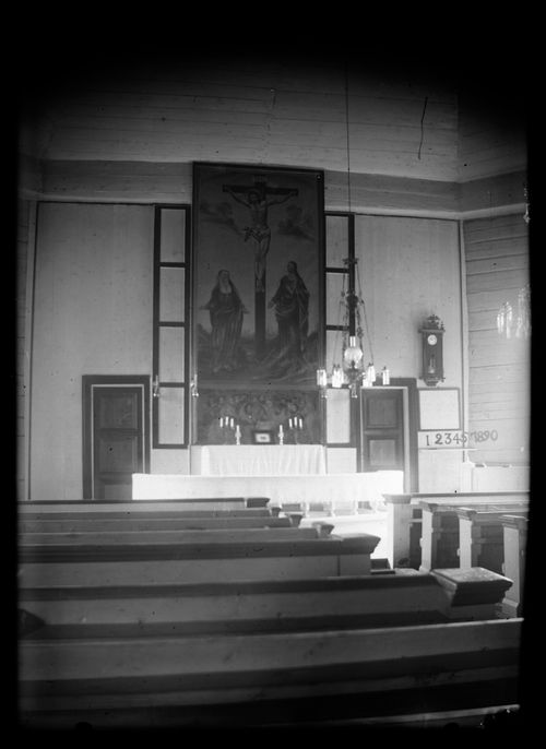 Hugo Simbergin vuonna 1904 valokuvaama alttaritaulu Ristiinnaulittu Kristus