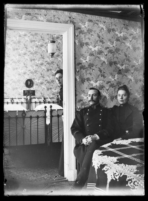 Elli, Karl ja Ellen von Schoultz Viipurin kodissaan
