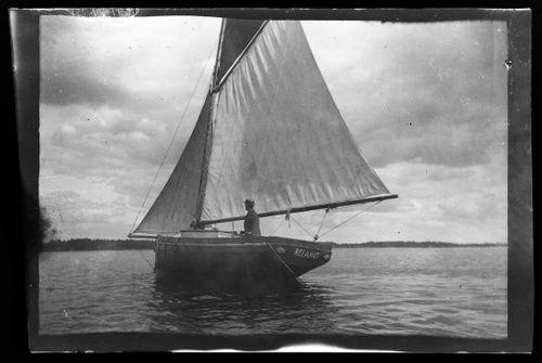 Refanut, vanhasta jaalasta kunnostettu purjevene oli Hugo Simbergin rakkain vene
