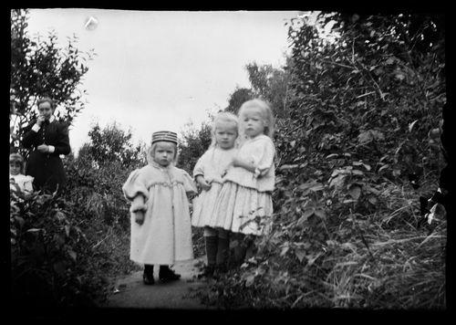 Nelli, Adrienne (Adi) ja Gertrud Natalie (Gertie)  Gadd Niementiellä