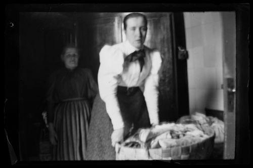 Blenda Simberg ja pyykkikori