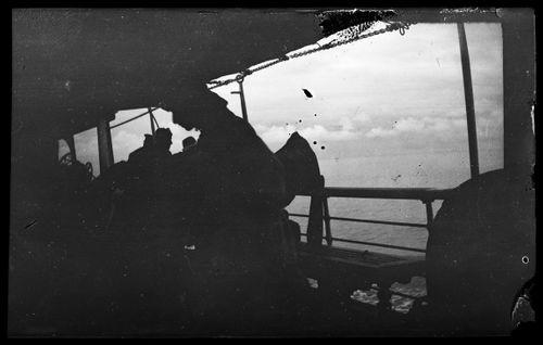 Matkustajia laivan kannella Novorossiisk-Batumi vesireitillä Mustallamerellä