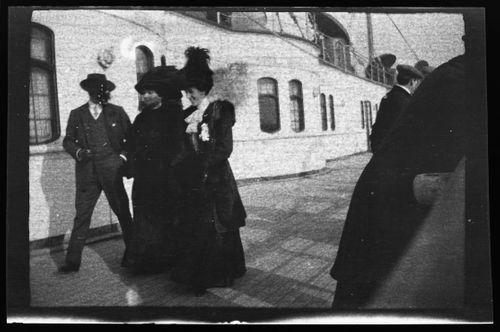 Matkustajia RMS Lusitanian kannella
