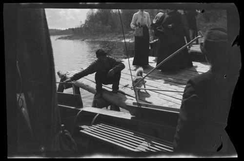 Hugo, Blenda ja Elsa Simberg Niemenlautan höyrylaivalaiturilla
