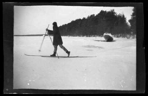 Eino Antti Seppä hiihtämässä