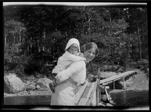 Tom ja Anni Simberg Selkärannan laiturilla
