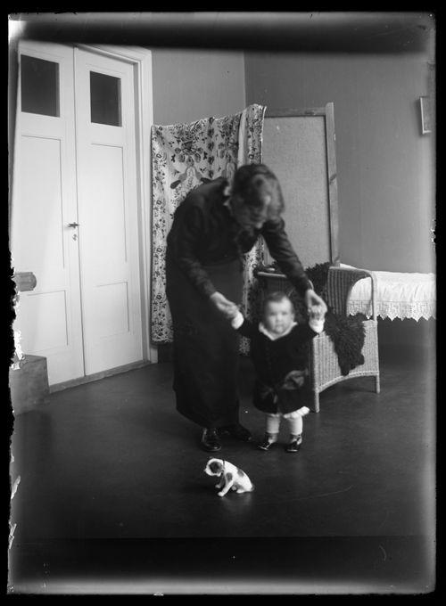 Anni ja Uhra Simberg Siltasaarenkadun ateljeekodissa