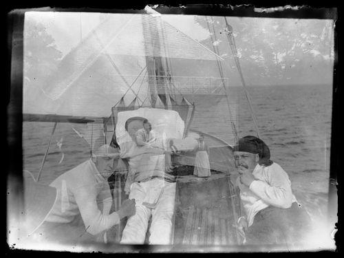 Guido, Hugo ja Wolter Simberg purjeveneessä