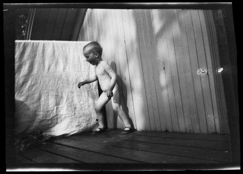 Tom Simberg Selkärannan ateljeen yläparvekkeella