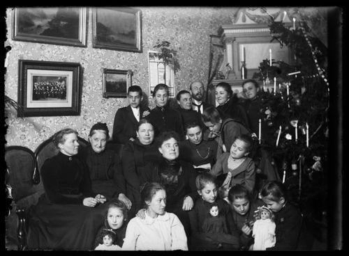 Simbergien ja Andersinien sukulaisperheen joulunviettoa 1890-luvulla