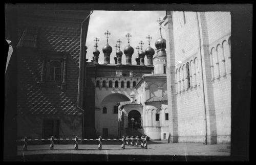 Kaupunkinäkymä Moskovasta, vasemmalta Fasettipalatsi, Verhospasskin katedraali, Neitsyen kaavun talletuksen kirkko ja Uspenskin katedraali