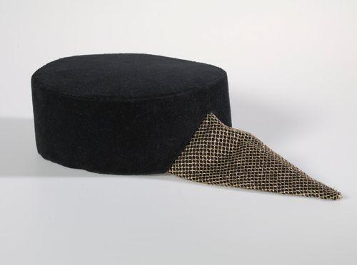 Sarja hattuja projektista Roolien tuolla puolen