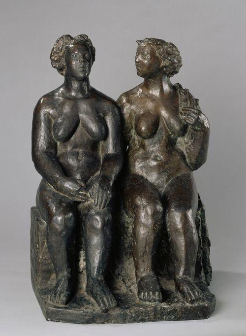 Kaksi istuvaa naista