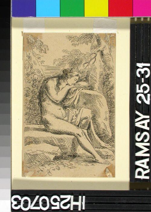 Istuva alaston nainen käsiinsä nojaten