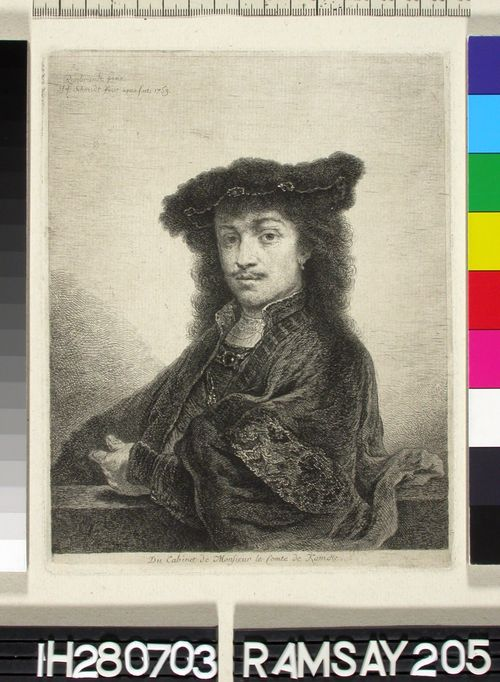 Nuori mies baretti päässä
